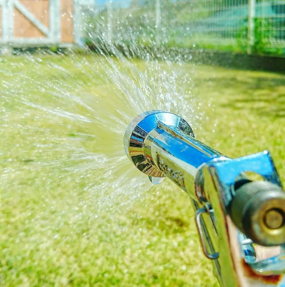 芝生の水やり