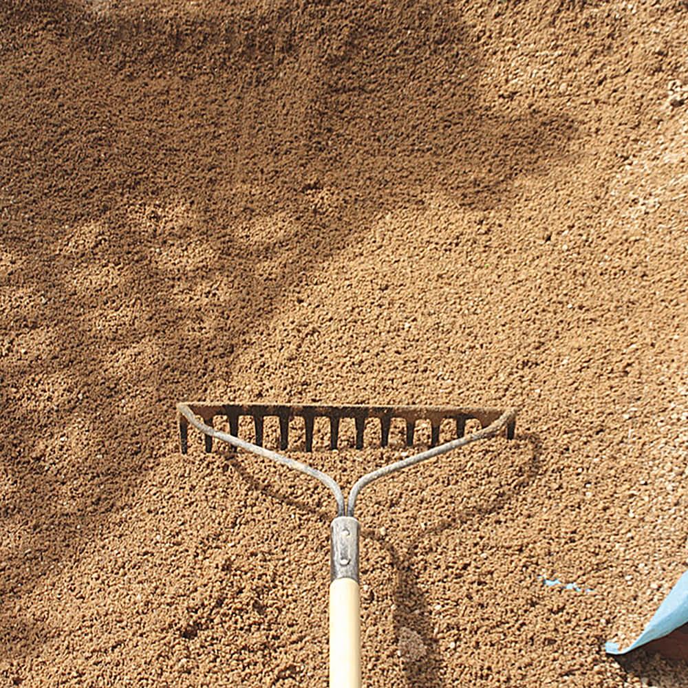 芝生の床土作り